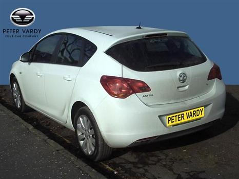 Vauxhall Astra Exclusiv (2010) White Hatchback for sale in Motherwell